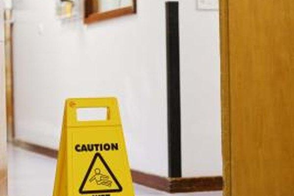 Instituir reglas de seguridad básicas puede ayudar a reducir la cantidad de accidentes en la oficina.