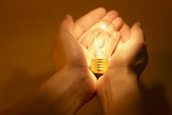 Los niños aprenden sobre la luz y oscuridad a través de la experiencia y la observación.
