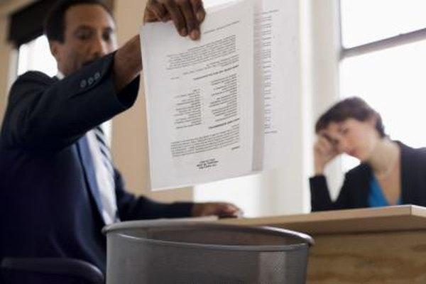 Listar trabajos anteriores de la forma incorrecta puede ocasionar que tu currículum vitae vaya a la trituradora de papel.