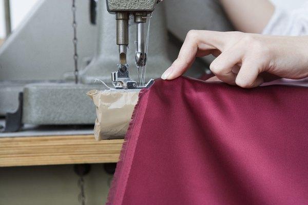 Cose una bastilla para probar que las puntadas se cierren al centro de tu tela.