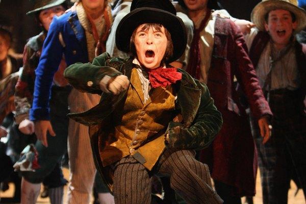 Ambas producciones, la de la pantalla y la del teatro del musical Oliver fueron grandes éxitos.