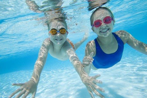 El agua de la piscina debe ser clara y prístina.