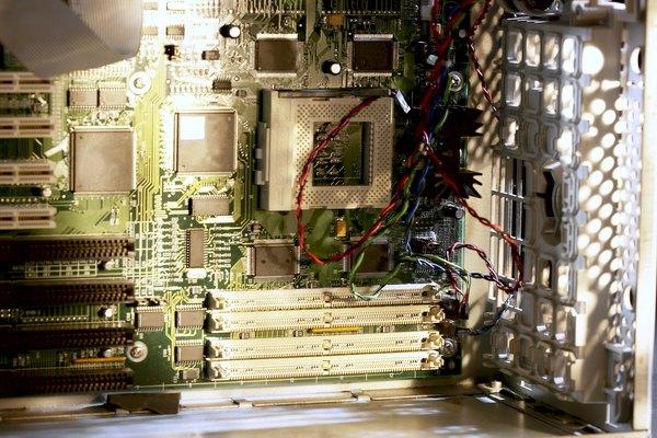 La desfragmentación es un proceso que reorganiza los fragmentos de archivo.