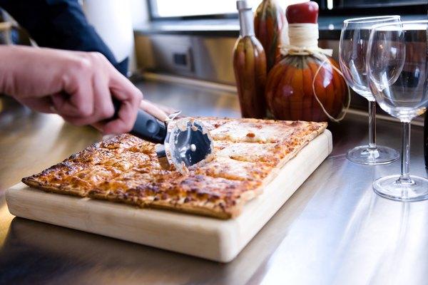 Una pizza casera puede ser barata y divertida.
