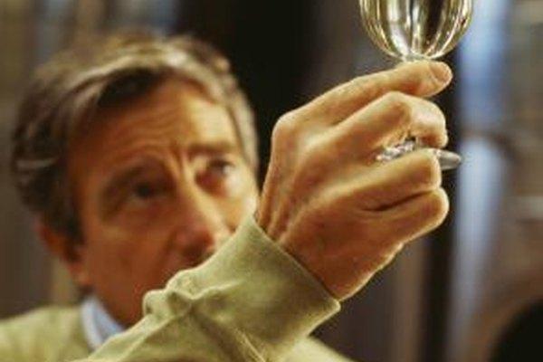 La base de la carrera de sumiller es un dominio de los matices del vino.