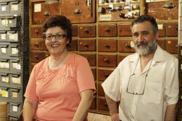 Las ferreterías de mamá y papá conocen a sus clientes.
