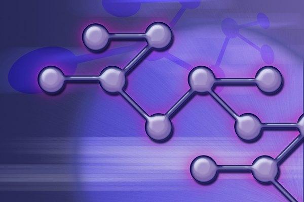 Tiene peso molecular y es 100% soluble en agua.