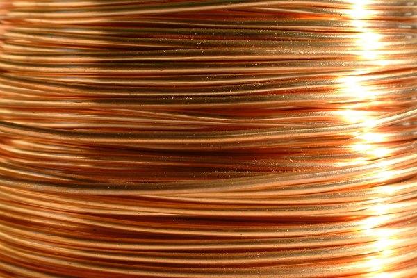 Un alambre de cobre.