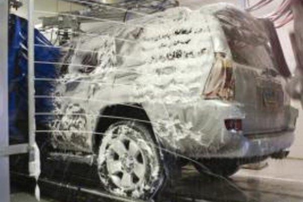 Comienza un lucrativo lavadero de automóviles.