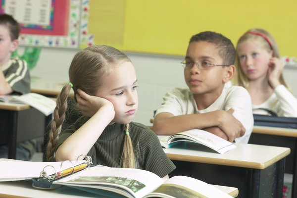 Los alumnos de segundo grado suelen tener que resumir textos para prepararse para informes con mayor profundidad.