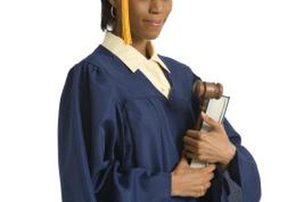 El grado de Doctor en Jurisprudencia te abrirá las puertas para desarrollarte en muchas carreras.