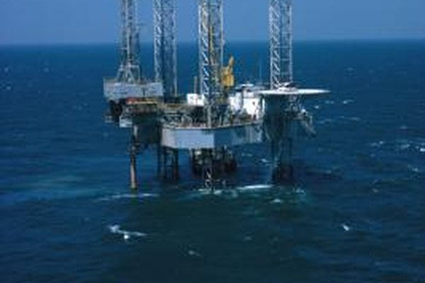Las plataformas petroleras a menudo se construyen en lugares aislados.