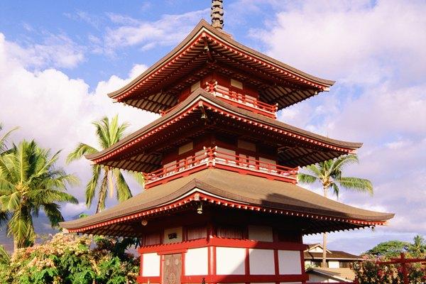 Una pagoda tracional con tres niveles.