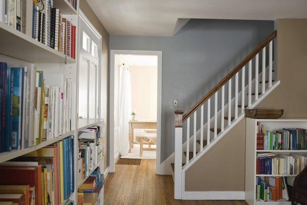 Las estanterías de almacenamiento pueden ser un elemento decorativo en una habitación.