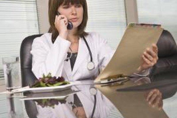 Los gerentes toman decisiones basándose, entre otras cosas, en informes de los distintos departamentos.