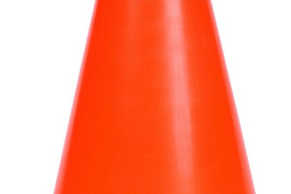 Un cono es una figura geométrica 2-D con una base circular.