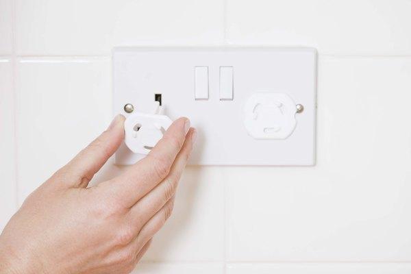 Con el interruptor en la posición de apagado, conecta la máquina.