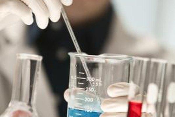Muchos científicos trabajan en laboratorios.