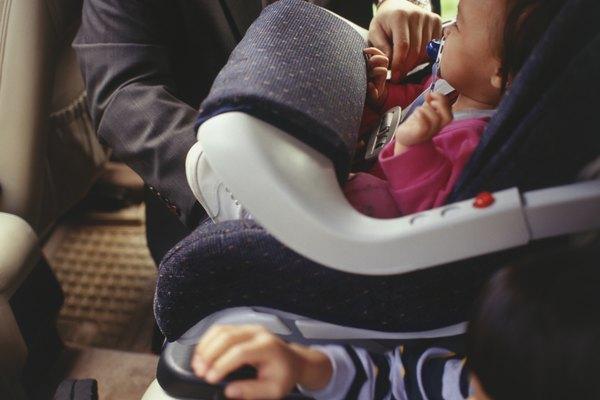 Cuando un niño esta dentro de un carro los accidentes puede ocurrir.