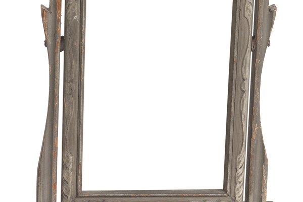Cómo hacer que un vidrio se parezca a un espejo con pintura.