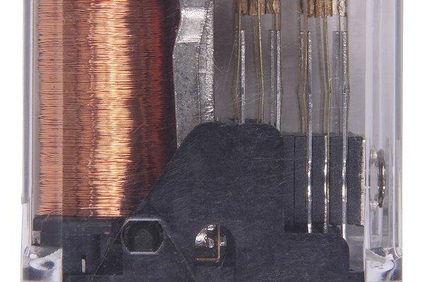 Diferencia entre un regulador de voltaje y un rectificador de voltaje.