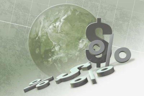 La economía tiene escuelas de pensamiento como la clásica y la keynesiana.