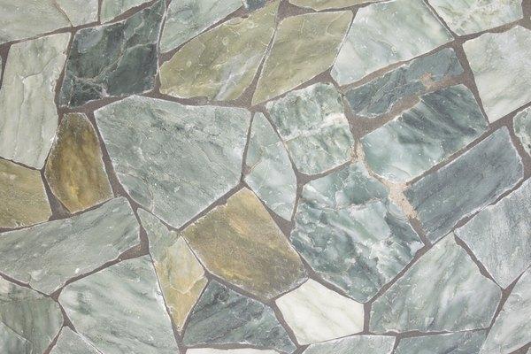 Hay varios productos que puedes usar para resaltar los colores de tu roca natural.