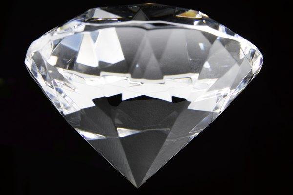 Los diamantes son una de las piedras preciosas más preciadas en la tierra.