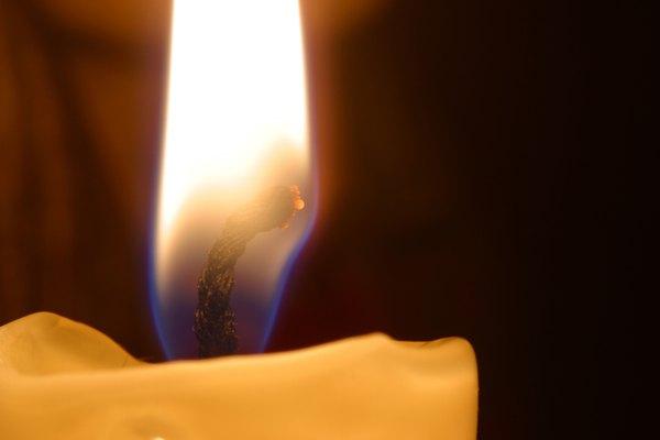 La forma de adivinación por medio del fuego se llama licnomancia.