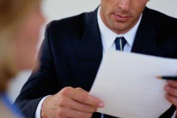 Las descripciones de empleo atraen a los solicitantes calificados, asisten las evaluaciones de desempeño y justifican los aumentos de sueldo.