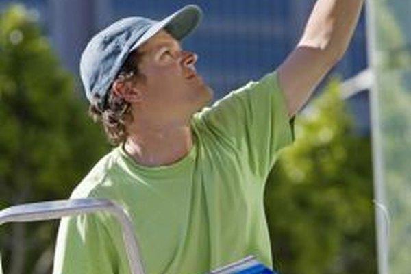 Algo de líquido para lavar ventanas, una escobilla de hule y trabajo duro pueden iniciar tu negocio.