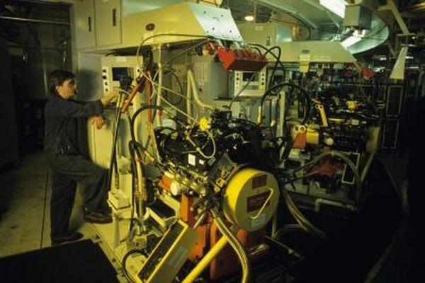 Los mecánicos diésel mantienen los motores diésel en sintonía.