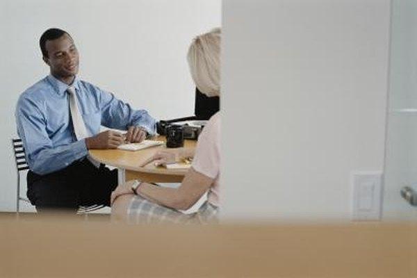 Los auditores operativos podrán hablar con los empleados durante el estudio de auditoría preliminar.