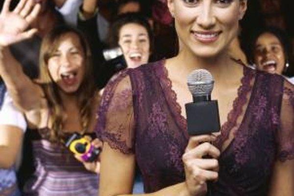 Los jóvenes pueden tratar de ser presentadores de televisión.