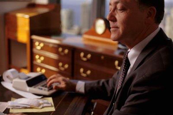 Los contadores de una entidad son los encargados de llevar las cuentas y la información financiera de una empresa.