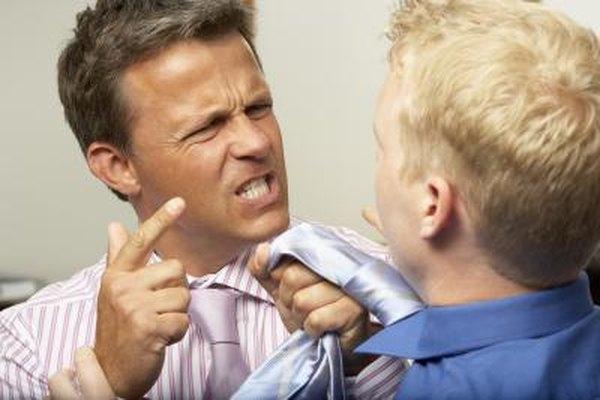 Se suele dejar la definición de lo que es considerado una mala conducta a las cortes.