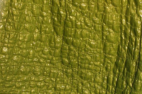 El cuero de imitación puede recrear el aspecto corrugado y granulado del auténtico.