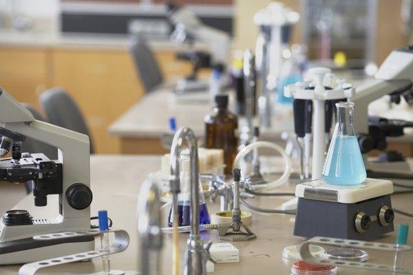 Puede que encuentres un triángulo de arcilla en el laboratorio de tu escuela.