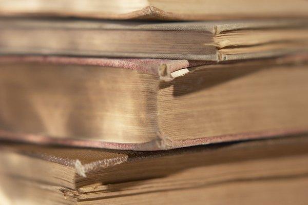 Tu puedes repara el lomo dañado de tus libros.