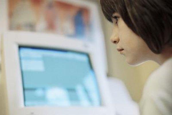 Los cursos de formación en línea pueden llegar a más personas que los métodos tradicionales de capacitación, ya que una conexión a Internet es todo lo que se requiere.