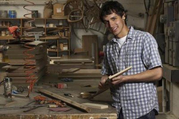 Abrir un negocio de fabricación de muebles implica contar con los permisos necesarios, además del espacio físico y múltiples herramientas.