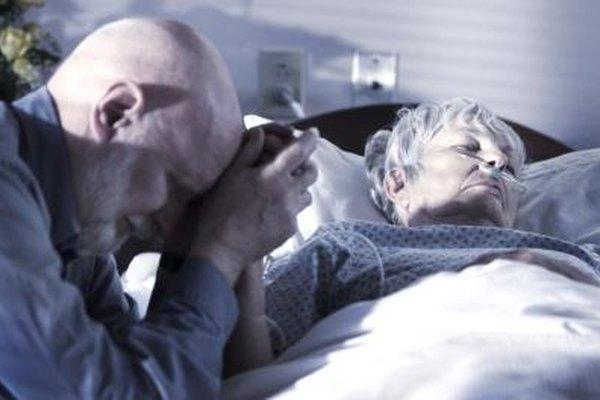 Los enfermos terminales internados en un centro requieren de un capellán que provea sus necesidades espirituales.