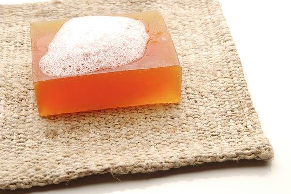 La glicerina se utiliza para hacer jabón, entre otras cosas.