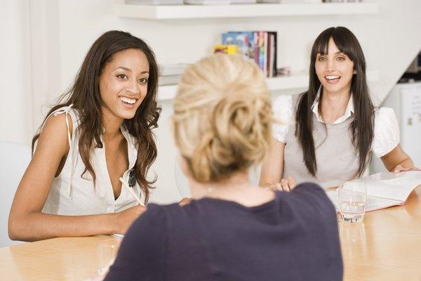 Prepárate para ser entrevistado por un comité de personas.