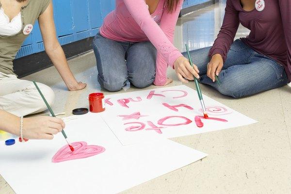Los estudiantes de primaria pueden hacer un cartel creativo para anunciar su campaña.
