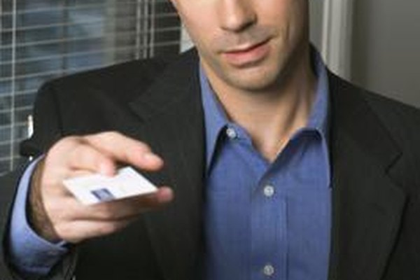 La tarjeta de presentación adecuada introduce exitosamente tu negocio.