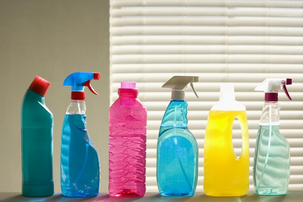 Usa limpiador Windex o un producto equivalente que no sea abrasivo.