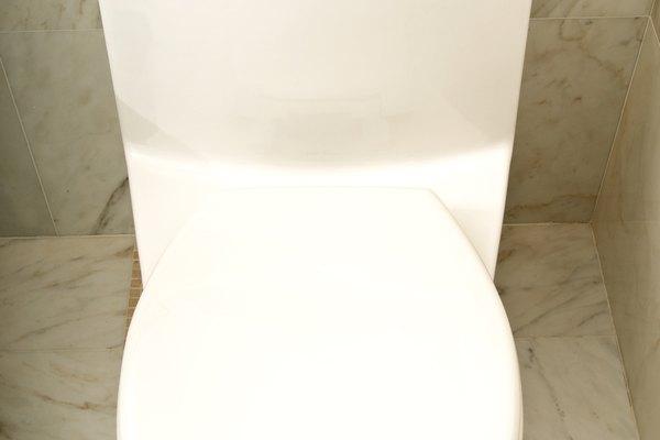 El flotador de la parte trasera del inodoro es un indicador de nivel de agua simple.