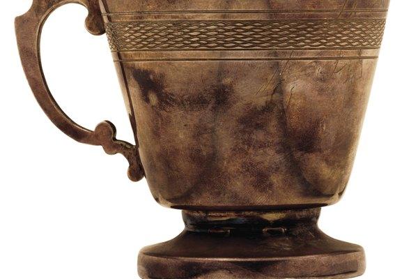 La pátina natural de bronce no debe ser eliminada.
