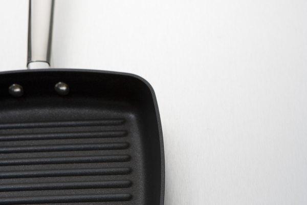 Las sartenes metálicas son buenas conductores del calor, lo que les permite calentarse y enfriarse rápidamente.